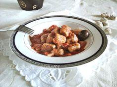 """Gnocchi con impasto alle olive in salsa tipo """"amatriciana"""""""