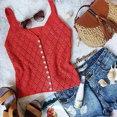 Discussion on LiveInternet - Russian . Crochet Tank Tops, Crochet Summer Tops, Crochet Shirt, Crochet Cardigan, Crochet Bikini, Knit Crochet, Gilet Crochet, Look Street Style, Mode Plus