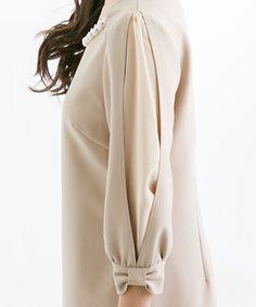Sleeve Designs - Her Crochet Kurti Sleeves Design, Sleeves Designs For Dresses, Dress Neck Designs, Sleeve Designs, Kurta Designs, Blouse Designs, Designer Kurtis, Designer Dresses, Abaya Mode