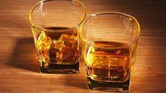 lạm dụng rượu bia trong thời gian dài là một trong các nguyên nhân gây suy gan.