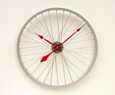 Love all the different medias you can use to create your own custom clock! DIY ::  clock made from a bicycle wheel