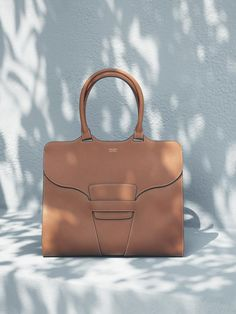 awesome A first look at the new Giorgio Armani Cruise Spring/Summer 2017 collection. Purses And Handbags, Leather Handbags, Leather Bag, Photography Bags, Fashion Still Life, Luxury Bags, My Bags, Look Cool, Giorgio Armani