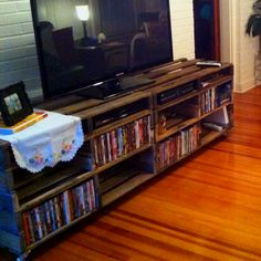 Would like to do something like this, but with an even surface on top. Entertainment center made from pallets with love :-)