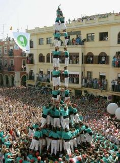 A casteller (human pyramid) at the Festa Major (Fiesta Mayor) de Vilafranca del… We Are The World, Wonders Of The World, Spanish Festivals, Places To Travel, Places To Go, Ibiza, World Festival, Spain And Portugal, Spain Travel