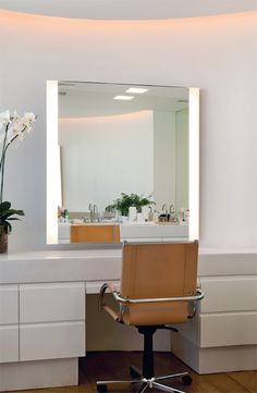 See our impressive selection of dressing rooms with dressing room to inspire your decor. The dream of every woman is to have a space for . Small Storage Shelves, Make Up Storage, Bathroom Storage Shelves, Dressing Table Lights, Dressing Tables, Dressing Rooms, Home Bedroom, Bedroom Decor, Bedrooms