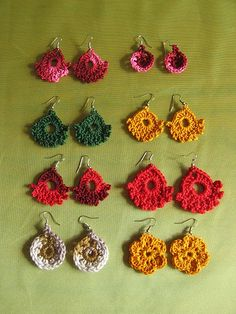 Crochet Earrings Pattern, Crochet Jewelry Patterns, Crochet Ideas, Christmas Earrings, Diy Jewellery, Ear Rings, Sock Yarn, Beautiful Christmas, Crocheting