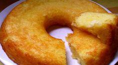 3 xicaras de mandioca ralada grosso  - 1 1/2 xícara de açúcar  - 3 colheres de manteiga  - 1 e1/2 xicara de farinha de trigo  - 4 ovos  - 1 pacote 50 g de coco ralado  - 1 pacote 50 g de queijo ralado  - 1 colher de sopa de fermento em pó