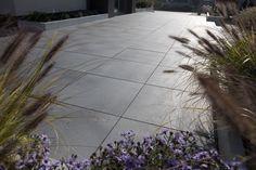 Taras z płyt wielkoformatowych Architect, Taras BRUK-BET - homebook Sidewalk, Plants, Side Walkway, Walkway, Plant, Walkways, Planets, Pavement