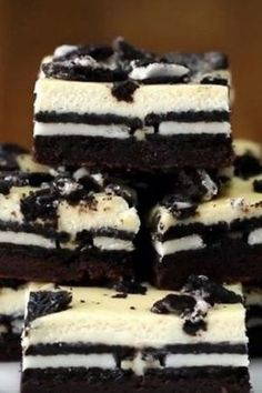 Cookies & Cream Brownie Cheesecake Bars Modify - take out the cream in the Oreo and let that be the sweetener to the cream cheese. Easy Desserts, Delicious Desserts, Yummy Food, Impressive Desserts, Cheesecake Brownies, Oreo Brownies, Oreo Cake, Oreo Cheesecake Recipes, Oreo Dessert Recipes