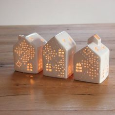 photo of light houses from clay or porcelain --- Φτιαξτε πανεμορφα Χριστουγεννιάτικα σπιτάκια και γουρια από πηλό - Daddy-Cool.gr
