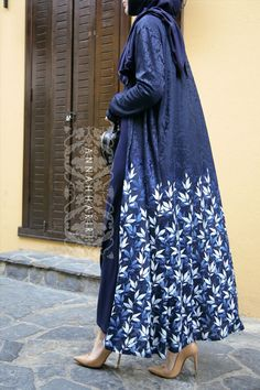 Hijab Fashion Annah Hariri offers high end hijab and designer islamic clothing. Shop for maxi dresses maxi skirts modest kids wear muslim wedding dresses jalabiya & more! Hijab Fashion 2016, Abaya Fashion, Muslim Fashion, Modest Fashion, Fashion Trends, Modest Wear, Modest Dresses, Modest Outfits, Maxi Dresses