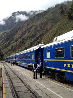 Vistadome tren Poroy (Cusco) a Machu Picchu ciudad Aguas Calientes, Perú.