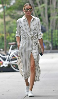 Ideas How To Wear Dress With Sneakers Olivia Palermo Olivia Palermo Street Style, Olivia Palermo Outfit, Olivia Palermo Stil, Casual Chic, Style Désinvolte Chic, Shirt Dress Pattern, Sneaker Outfits, Dress With Sneakers, White Sneakers