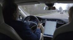 Maarten Steinbuch, hoogleraar robotica aan de TU/e, ons zien wat de zelfrijdende Tesla kan en laat zien hoe hij werkt.