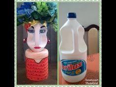 Design flowerpots with recycled plastic bottles - - Jardin Photo . Plastic Bottle Planter, Reuse Plastic Bottles, Plastic Bottle Crafts, Diy Bottle, Diy Home Crafts, Easy Diy Crafts, Garden Crafts, Recycled Crafts, Jar Crafts