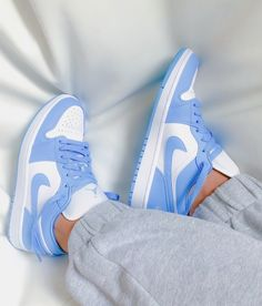 Moda Sneakers, Cute Sneakers, Cute Nike Shoes, Cute Nikes, Nike Shoes Outfits, Nike Free Outfit, Jordan Shoes Girls, Girls Shoes, Sneakers For Girls