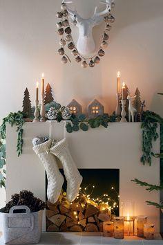 Christmas Fireplace, Farmhouse Christmas Decor, Christmas Mantels, Noel Christmas, Rustic Christmas, Christmas Nails, Christmas Ideas, Xmas, Rose Gold Christmas Decorations