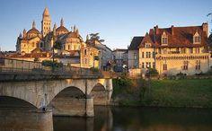 la rivière Dordogne  passe à Périgueux (département de la Dordogne)