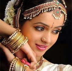 Indian dance Mohiniyattam jewelry Bhavana Latest Stills in Dance CostumeHotstillsupdates- Exclusive Stills Gallery, Latest Movie Stills, Actress Actor Images Wallpapers South Indian Bride, Indian Bridal, Indian Classical Dance, Beauty And Fashion, Beauty Around The World, Exotic Beauties, Dance Poses, Temple Jewellery, World Cultures