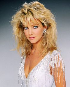 photo of Heather Locklear in a white dress. Frontal Hairstyles, Bob Hairstyles, Beautiful Celebrities, Beautiful Actresses, Look 80s, Heather Locklear, Grey Wig, Gray Hair, 80s Hair