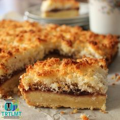 Join us This delicious recipe comes from the brand new issues of The 4 Blades Magazine – The Sweets Issue. Belini Recipe, Coconut Slice, Coconut Jam, Chocolate Caramel Slice, Honey Almonds, Healthy Treats, Healthy Baking, Oatmeal Cookies, Dessert Bars