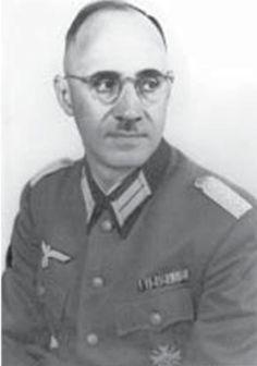 Plagge, Karl (10. Juli 1897 Darmstadt  - 19. Juni 1957 Darmstadt) war deutscher Wehrmachtsoffizier, der während des Zweiten Weltkrieges etwa 250 ihm zugewiesene jüdische Zwangsarbeiter vor der Ermordung in den Vernichtungslagern des Nationalsozialismus bewahrte.