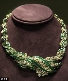 Elizabeth Taylor's emerald and diamond necklace by Oscar Heyman and brothers