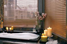 La madera como materia prima en persianas Flexalum, texturas únicas para su hogar