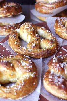 Home Made Hot Soft Pretzels oh so EASY! - The Cottage Market (homemade soft pretzels easy) Hot Pretzels Recipe, Homemade Soft Pretzels, How To Make Pretzels, Baking Recipes, Snack Recipes, Dinner Recipes, Snacks, Bread Recipes, Dinner Ideas