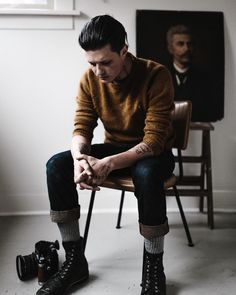 Christian Watson sur Instagram: Working mind, portrait of me and a 1906 Frenchman taken by @neekmason on a cold evening. Fall is the best. Wool is the best. People are great. #travel #go #1924us #ventureonward #painting #style #menswear #portrait #boots #leather #coffee #whiskey #yes #wool #camera #film #instagram #sanfrancisco #portland #oregon