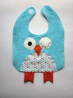 Baby bib shaped owl Source by fabiennedemando Baby Sewing Projects, Sewing For Kids, Baby Bibs Patterns, Kit Bebe, Bib Pattern, Baby Couture, Baby Kind, Baby Boutique, Baby Crafts