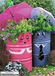 Originales ideas de reciclaje y al mismo tiempodecorativas. Para decorar el jardín solo necesitas material de deshecho y un poco de pintur...