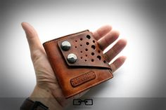 This is so cool. Is it a wallet? Is it a fashionable gadget in the pocket of…