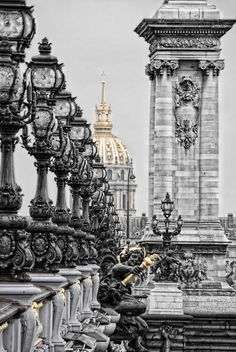 30 famous places that you MUST see: Pont Alexandre III – Paris, France
