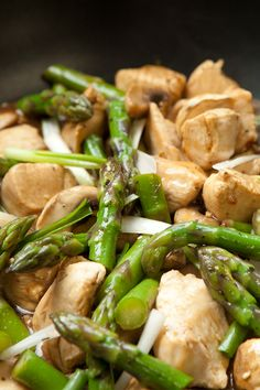 Chicken and Asparagus Stir-Fry Recipe Fast Healthy Meals, Fast Easy Meals, Healthy Cooking, Healthy Recipes, Healthy Food, Clean Eating Recipes For Dinner, Paleo Dinner, Real Food Recipes, Chicken Recipes