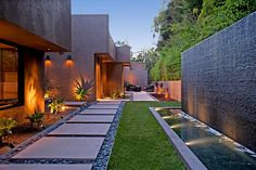Steal these cheap and easy landscaping ideas for a beautiful backyard. Get our best landscaping ideas for your backyard and front yard, including landscaping design, garden ideas, flowers, and garden design. Modern Landscaping, Outdoor Landscaping, Front Yard Landscaping, Backyard Patio, Landscaping Ideas, Backyard Ideas, Modern Backyard Design, Inexpensive Landscaping, Backyard Designs