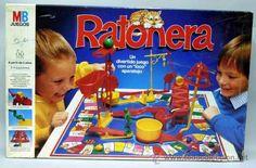 Horas y horas montando y desmontando uno de los juegos más entretenidos de los 80, la Ratonera. Cuando por fin alguien caía en la trampa, tenías que girar una manivela que accionaba una bota que golpeaba un cubo con una canica y desencadenaba todo el mecanismo.
