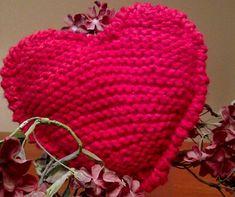 Fuente: http://juntitoscrafts.blogspot.com.es/2011/05/tejiendo-corazones-especial-mama.html