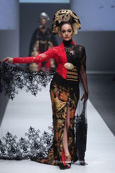 Anne Avantie Royal Dresses, Old Dresses, Simple Dresses, Beautiful Dresses, Kebaya Lace, Batik Kebaya, Batik Dress, Traditional Fashion, Traditional Dresses