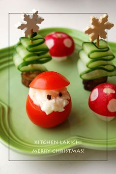 Super cute Christmas food idea - tomato santa & cucumber trees!