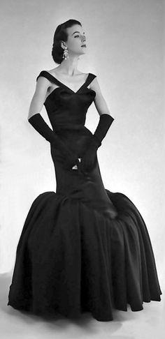 Charles James, Fishtail Gown - 1950 - LIFE Magazine - Photo by Eliot Elisofon. #CharlesJames