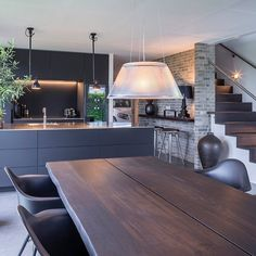 Black and bespoke ✔️ Designed by Dorte Brandt, Multiform Herning. - New decoration ideas - Black and bespoke ✔️ Designed by Dorte Brandt, Multiform Herning. Kitchen Living, New Kitchen, Kitchen Decor, Living Rooms, Kitchen Ideas, Black Kitchens, Home Kitchens, Black And Grey Kitchen, Black Interior Doors