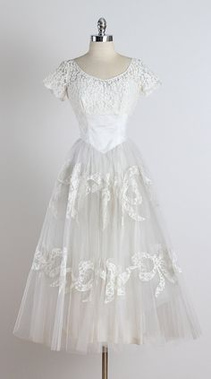 ➳ vintage 1950s wedding dress  * beautiful white floral lace bodice * tulle skirt with satin lining * lace bow accents on skirt * button back  condition   excellent  fits like xs/s  length 50 bodice 15 bust 38 waist 26  ➳ shop http://www.etsy.com/shop/millstreetvintage?ref=si_shop  ➳ shop policies http://www.etsy.com/shop/millstreetvintage/policy  twitter   MillStVintage facebook   millstreetvintage instagram   millstreetvintage  3441/1529