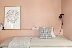 Deco Pink og Soft Skin fra Jotun eller den mer duse Shiny Melun fra Nordsjö.