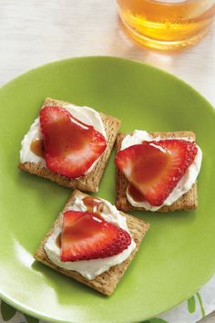 Strawberry-Balsamic Delight – These tasty nibbles for two combine the sweetness of fresh strawberries with the savory appeal of peppery crackers and balsamic vinegar—making it a delicious snack recipe.