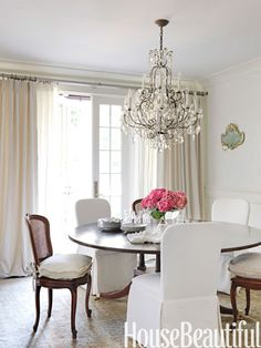 Mismatched seating. Designer: Tracery Interiors. Photo: Jonny Valiant. housebeautiful.com #white #dining #chandelier