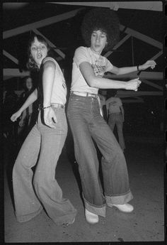 the bump :) Oh do I remember this . great memories of mid seventies Disco Funk,Boogie. My Childhood Memories, Great Memories, 1970s Childhood, School Memories, Nostalgia, 1970 Style, Huntington Whiteley, Hip Hop, Photo Vintage