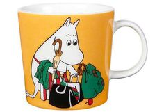 "Arabia's mug ""Moominmamma apricot"" (Muumimamma aprikoosi) with elegant shape and kind motif from the Moomin world. Charming pottery from Finland. Secure payments and worldwide shipping within 24 hours. Moomin Shop, Moomin Mugs, Nordic Design, Scandinavian Design, Feng Shui, Moomin Valley, Tove Jansson, 6 Pack, Ceramic Tableware"