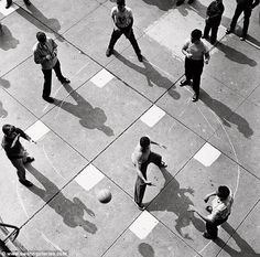 Arthur Leipzig and his candid moments of everyday life capture fleeting moments of artistic beauty.