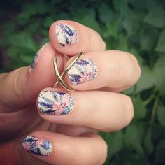 Super cute manicure for #manimonday by @jarvisjamberry! #TikiHutJN #Jamberry